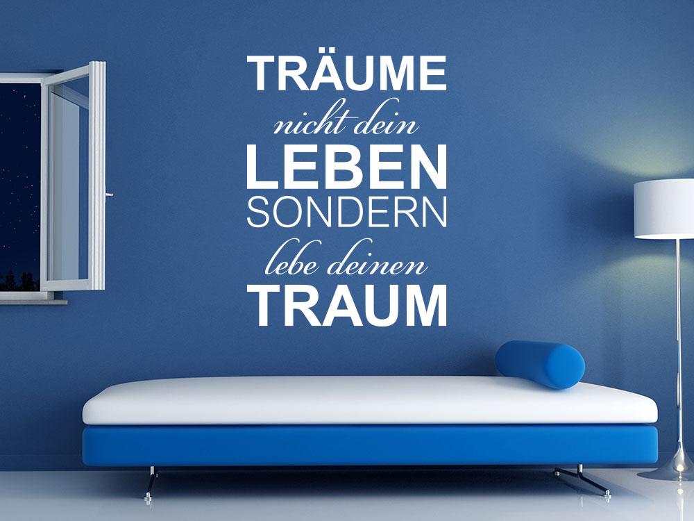 Wandtattoo Spruch Träume nicht dein leben sondern lebe deinen Traum auf blauer Wand