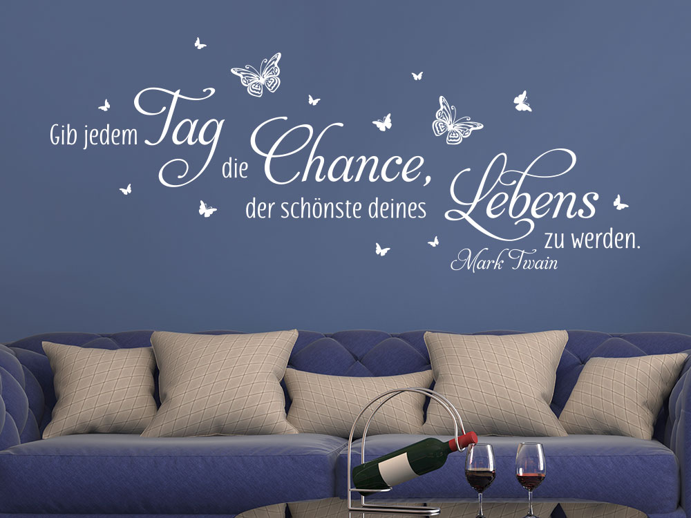 Wandtattoo Gib jedem Tag die Chance, der schönste zu werden mit Schmetterlingen über Sofa
