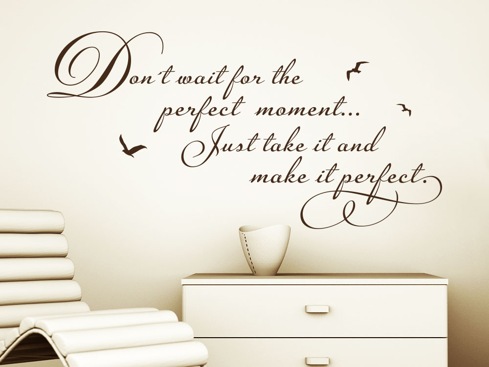 Don´t wait for the perfect moment just take it and make it perfect englischer Wandtattoo  Spruch im Flur