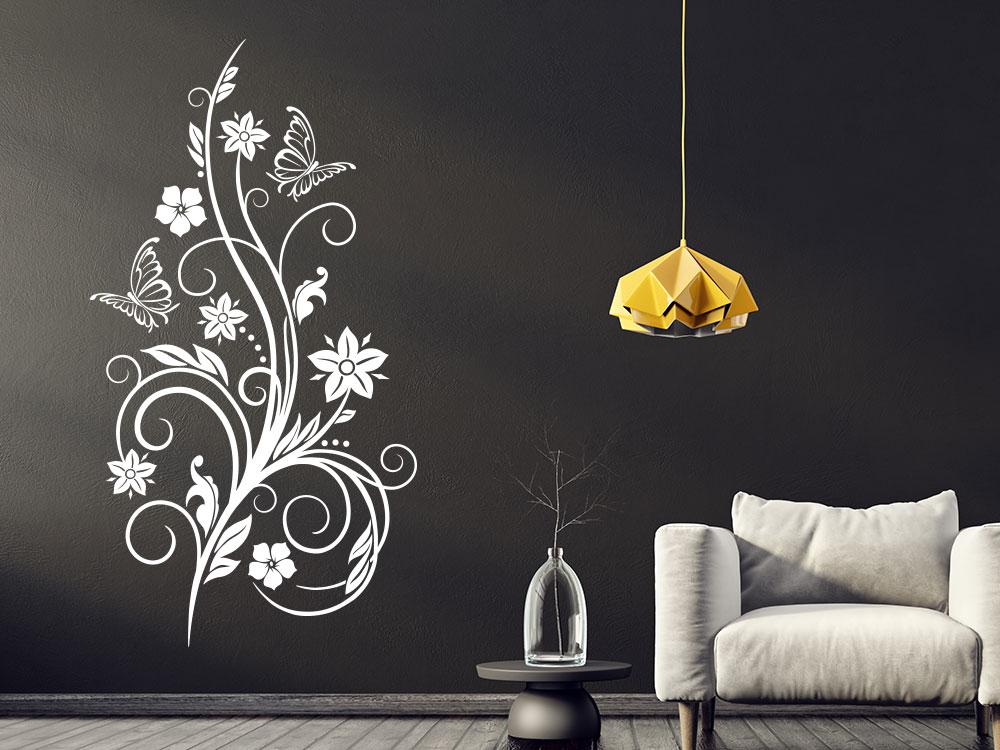 Wandtattoo Dekorative Ranke mit Schmetterlingen in der Farbe Weiß