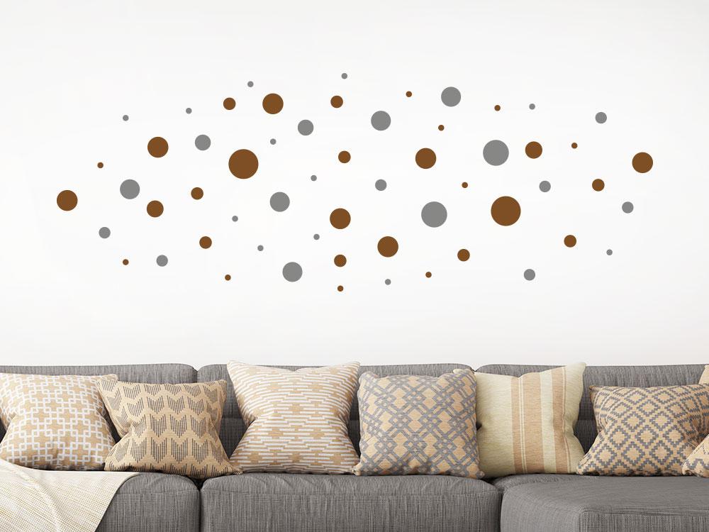 Zweifarbige Wandtattoo Dots im Wohnzimmer