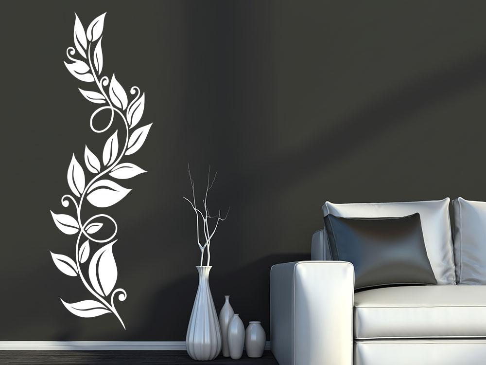 Wandtattoo Blätterranke in Weiß neben Sofa