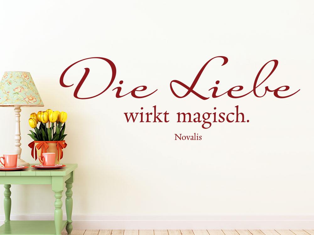 Romantische Wandtattoo Zitat: Die Liebe wirkt magisch in rot