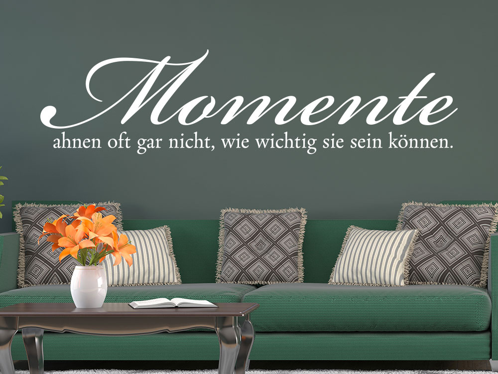 Wandtattoo Momente ahnen oft gar nicht… Wandspruch über Sofa