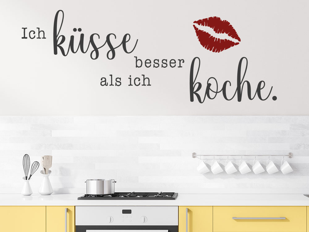 Zweifarbiges Wandtattoo Ich küsse besser als ich koche in einer Küche