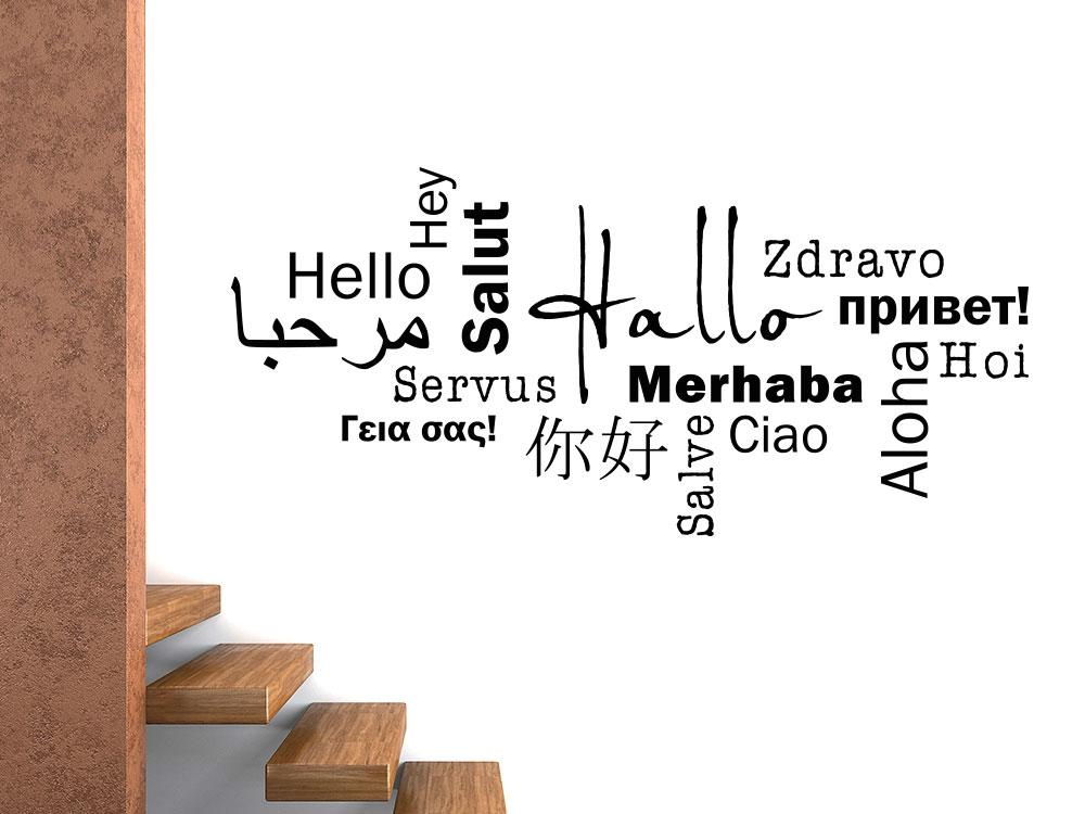 Wandtattoo Hallo in verschiedenen Sprachen auf heller Flurwand