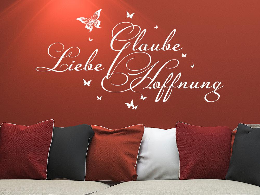 Wandtattoo Glaube Liebe Hoffnung Spruch in weiss über Sofa