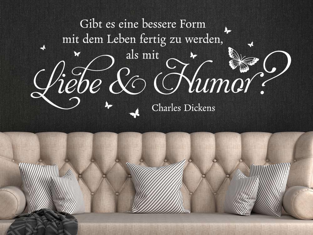 Wandtattoo Zitat Liebe und Humor im Wohnzimmer