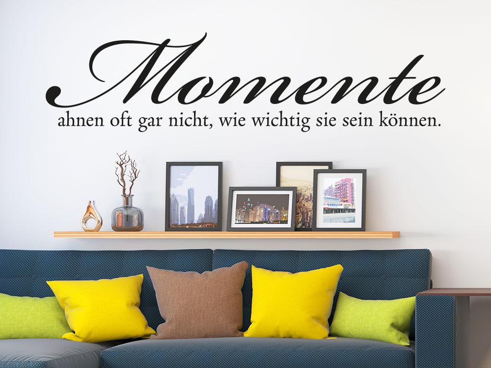Wandtattoo Momente ahnen oft gar nicht… auf heller Wohnzimmerwand