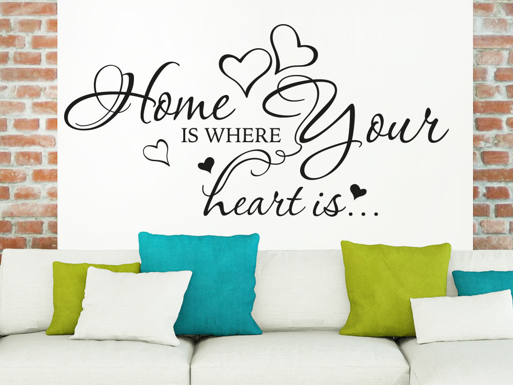 Wandtattoo Spruch Home is where your heart is im Wohnzimmer über Sofa