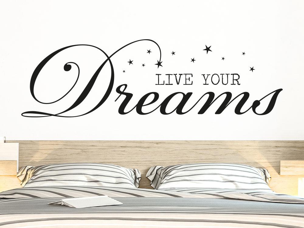 Wandtattoo Live your Dreams auf heller Wand im Schlafzimmer