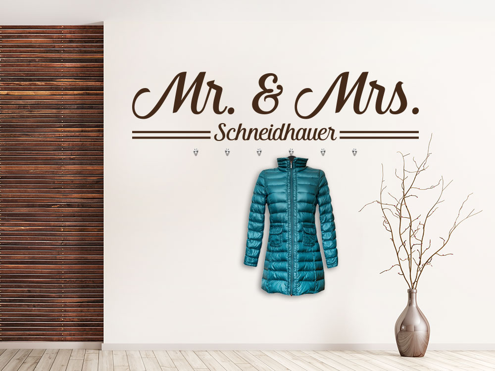 Wandtattoo Garderobe Mr and Mrs im Flur auf heller Wand