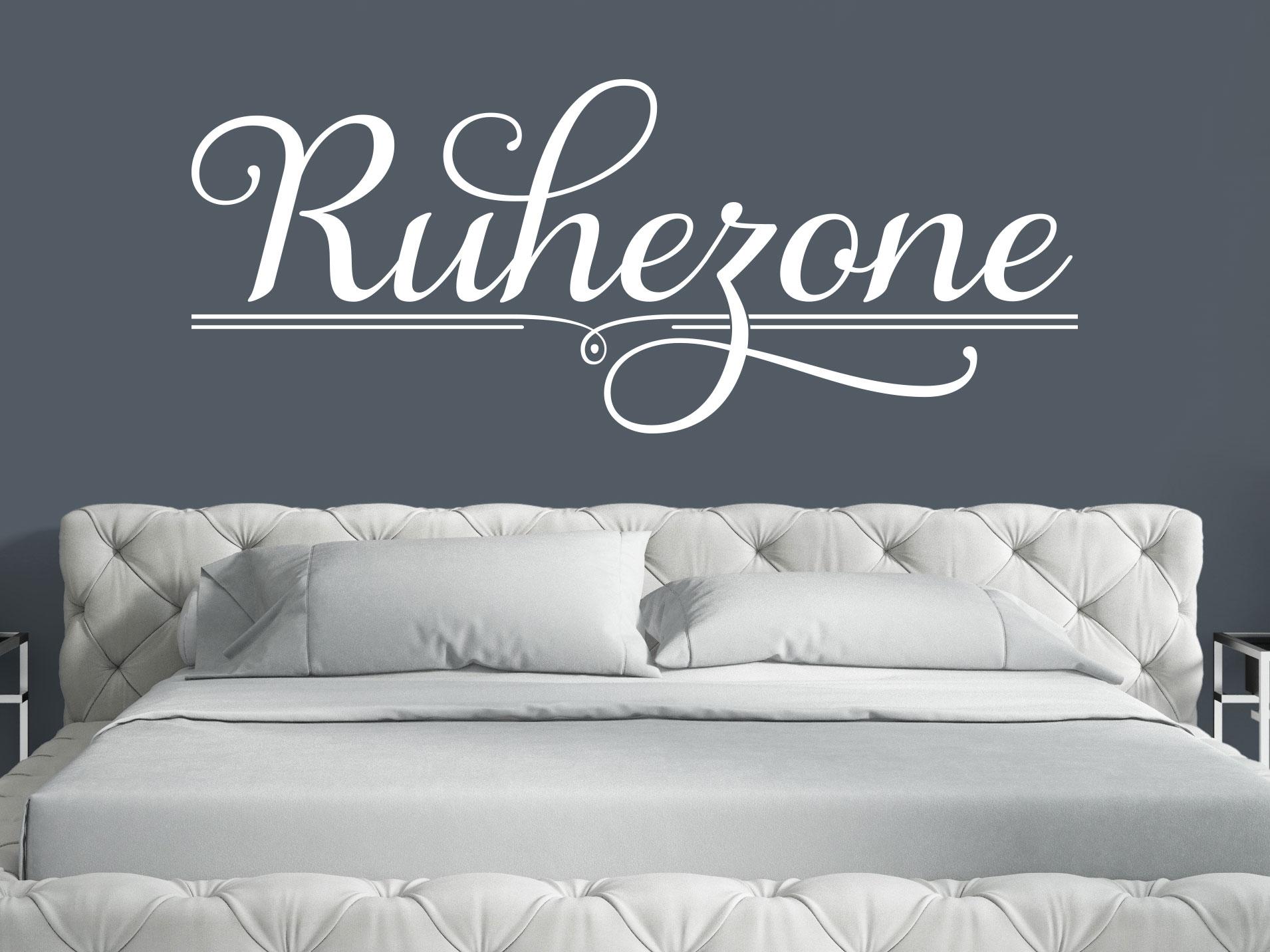 Wandtattoo Ruhezone in der Farbe Weiß im Schlafzimmer