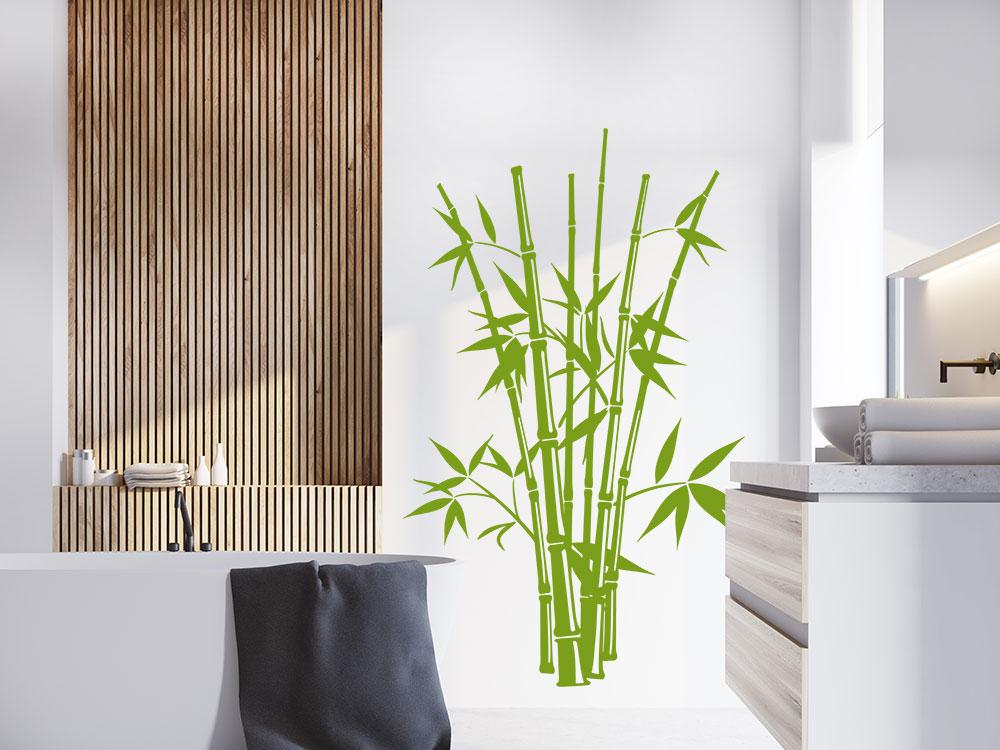Bambus Busch Wandtattoo auf heller Wand neben Badewanne