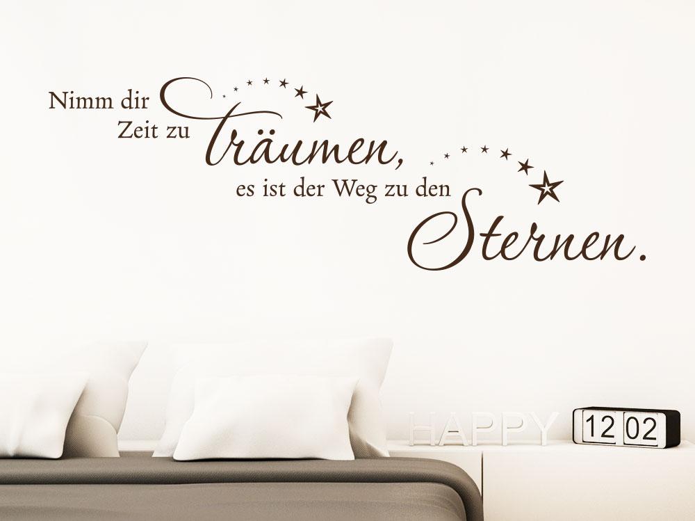 Wandtattoo Spruch Nimm dir Zeit zu träumen auf heller Wand im Schlafzimmer