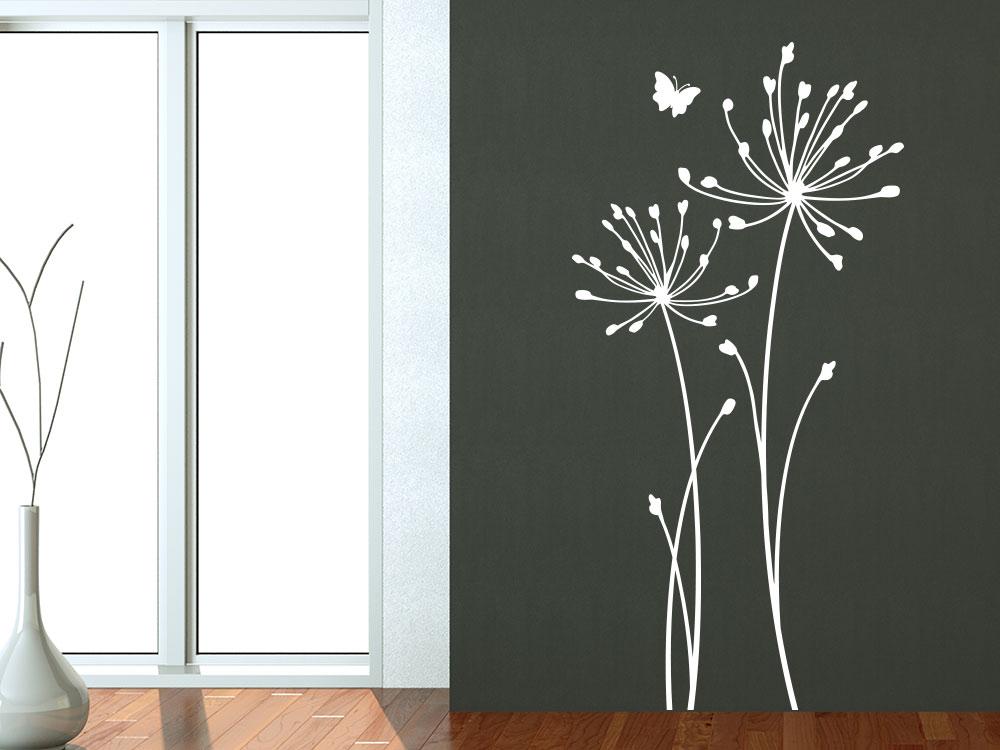 Wandtattoo Wiesenblumen mit Schmetterling auf Wohnzimmerwand