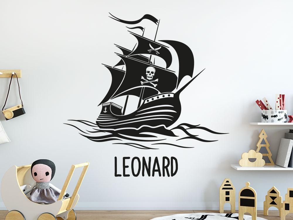 Piratenschiff mit Wunschname Wandtattoo