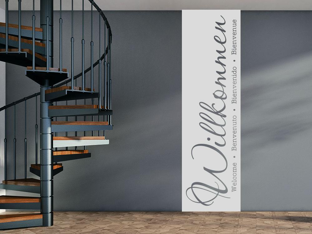 Wandtattoo Banner Willkommen auf dunkler Wand im Flur
