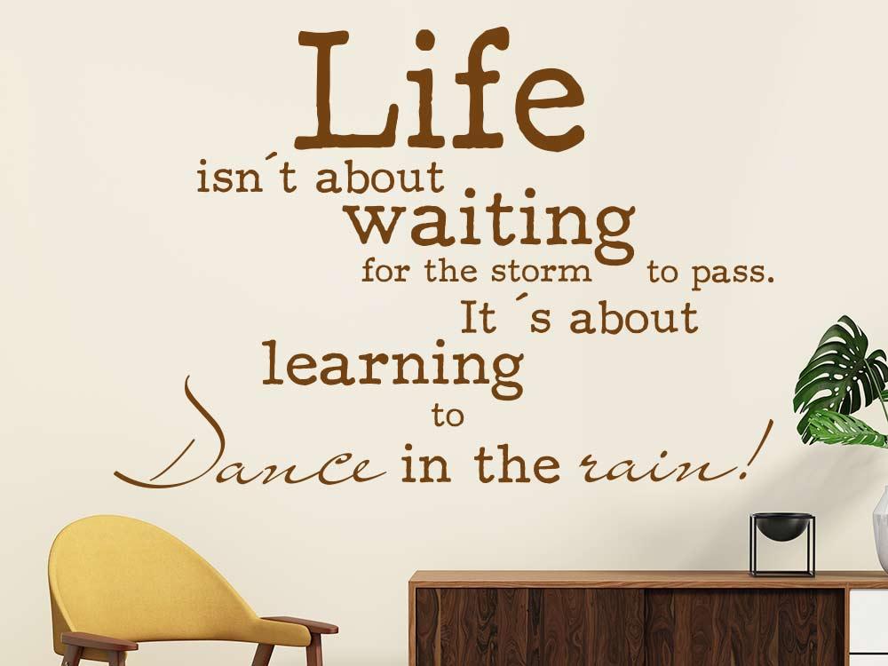 Wandtattoo Life isn't about waiting... englischer Spruch im Wohnzimmer