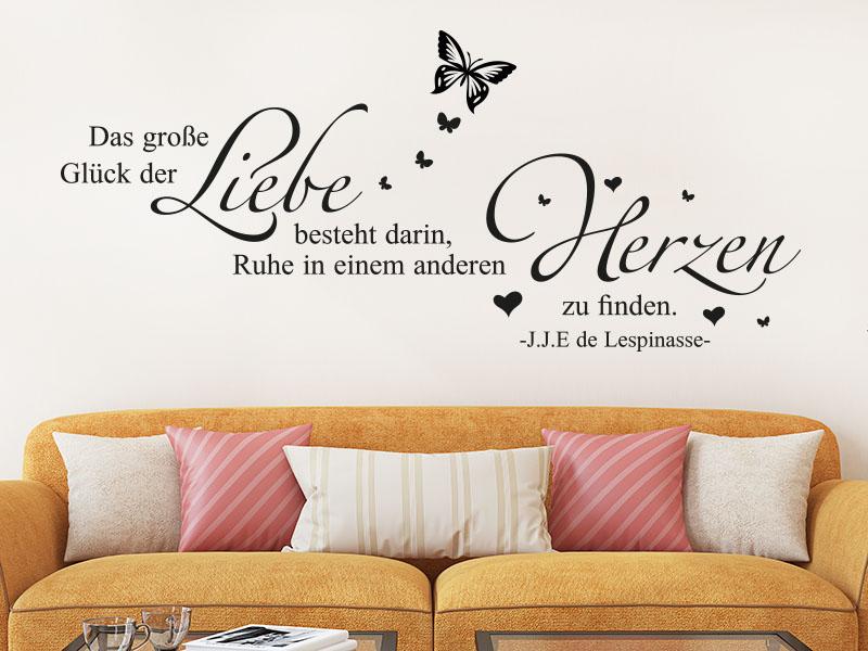 Wandtattoo Das große Glück der Liebe besteht darin, Ruhe in einem anderen Herzen zu finden. - über Sofa
