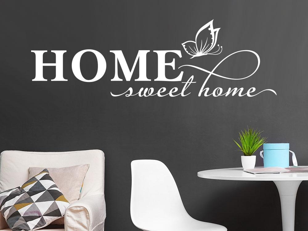 Wandtattoo Home sweet home mit Schmetterling im Wohnzimmer über Sessel
