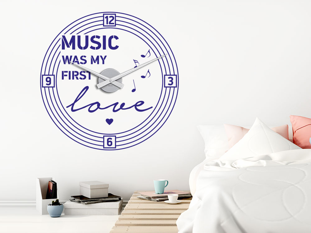 Music was my first love Wanduhr im Schlafzimmer