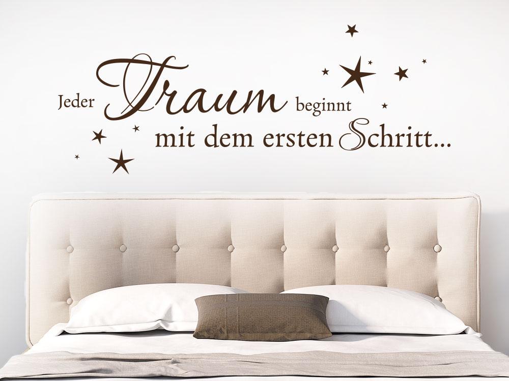 Wandtattoo Jeder Traum beginnt mit dem ersten Schritt… über Bett im Schlafzimmer
