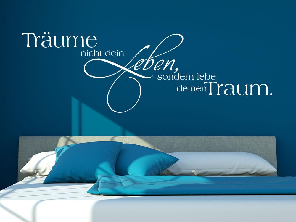 Wandtattoo Träume Leben... über Bett im Schlafzimmer