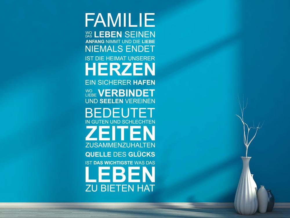 Wandtattoo Familie auf einer blauen Wand im Flur in der Farbe Weiß