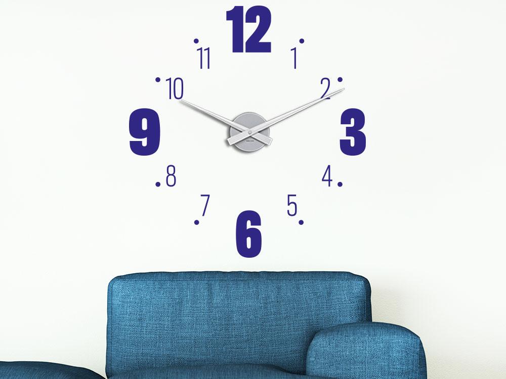 Wandtattoo Uhr große und kleine Zahlen in Farbe blau auf heller Wand