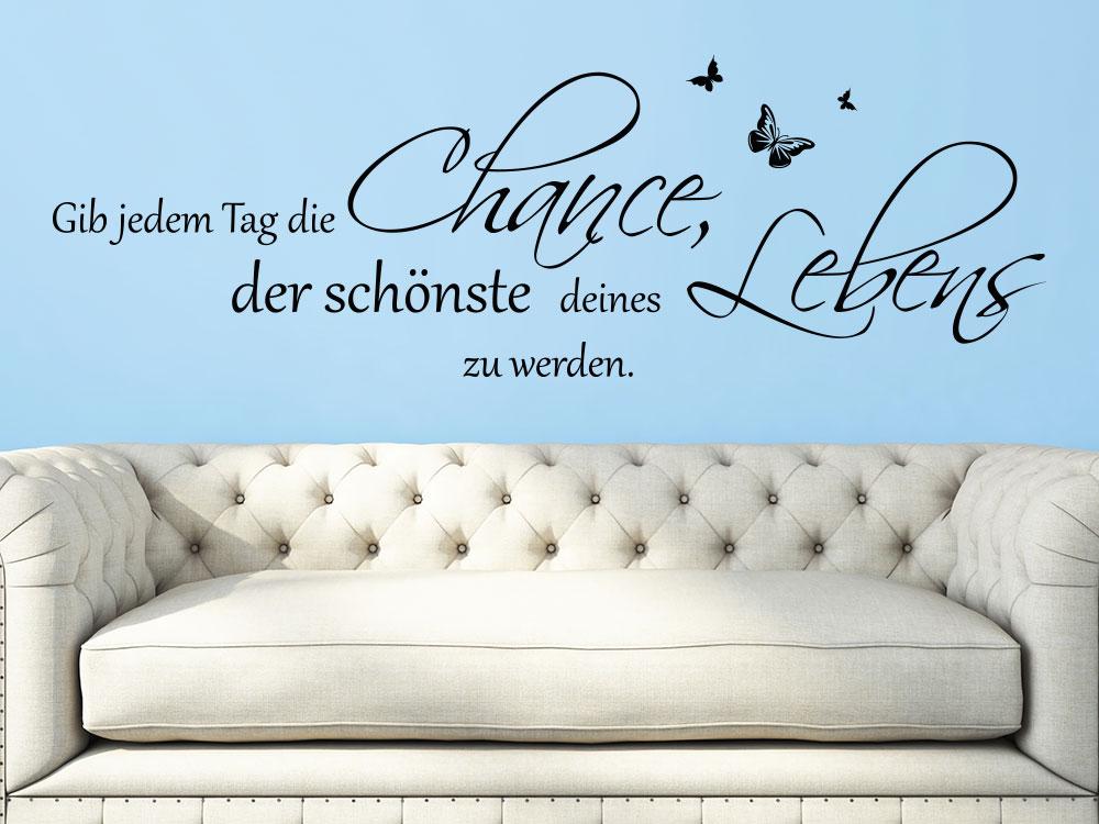 Wandtattoo Spruch Gib Jedem Tag Die Chance über Sofa Im Wohnzimmer