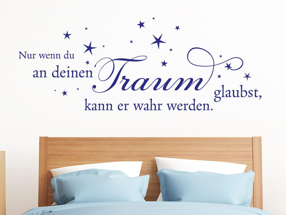 Wandtattoo Nur wenn du an deinen Traum glaubst... auf heller Wand im Schlafbereich
