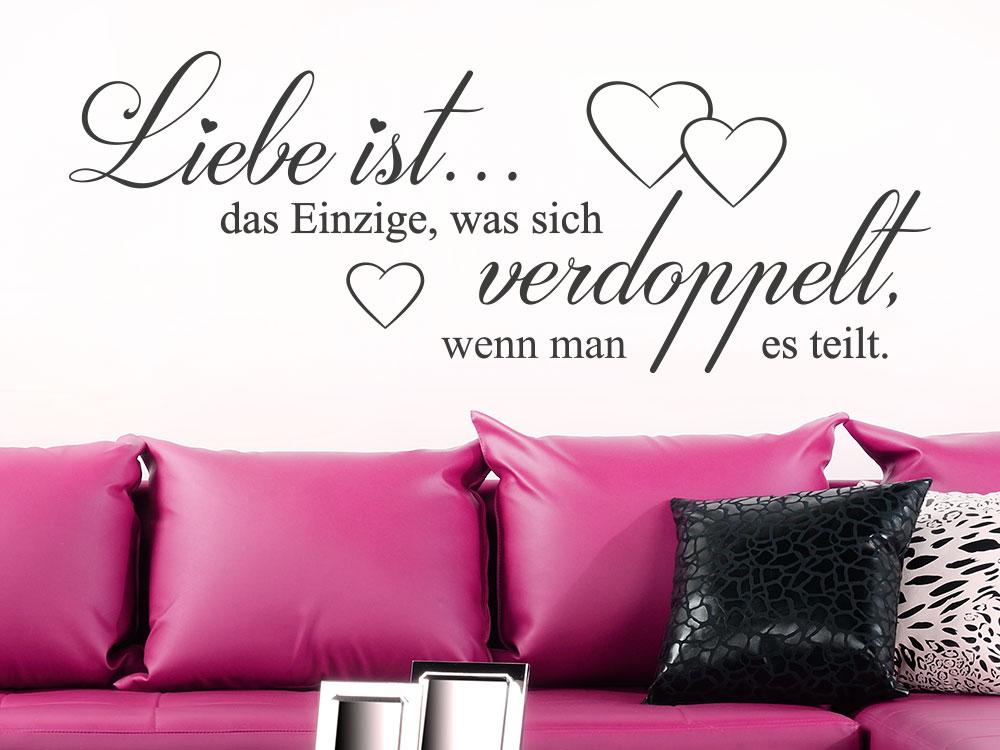 Wandtattoo Liebe ist das Einzige Liebespruch im Wohnzimmer