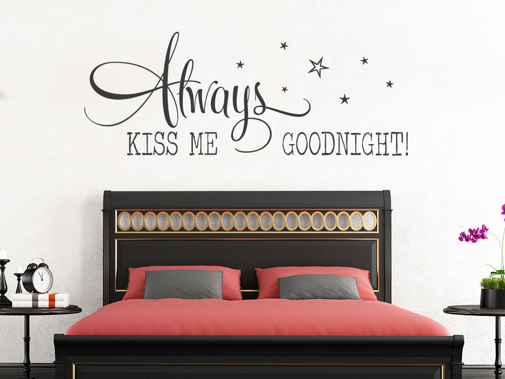 Wandtattoo Always kiss me... auf heller Wand im Schlafbereich