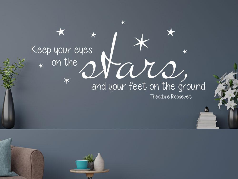 Wandtattoo Zitat Keep your eyes on the stars im Wohnzimmer