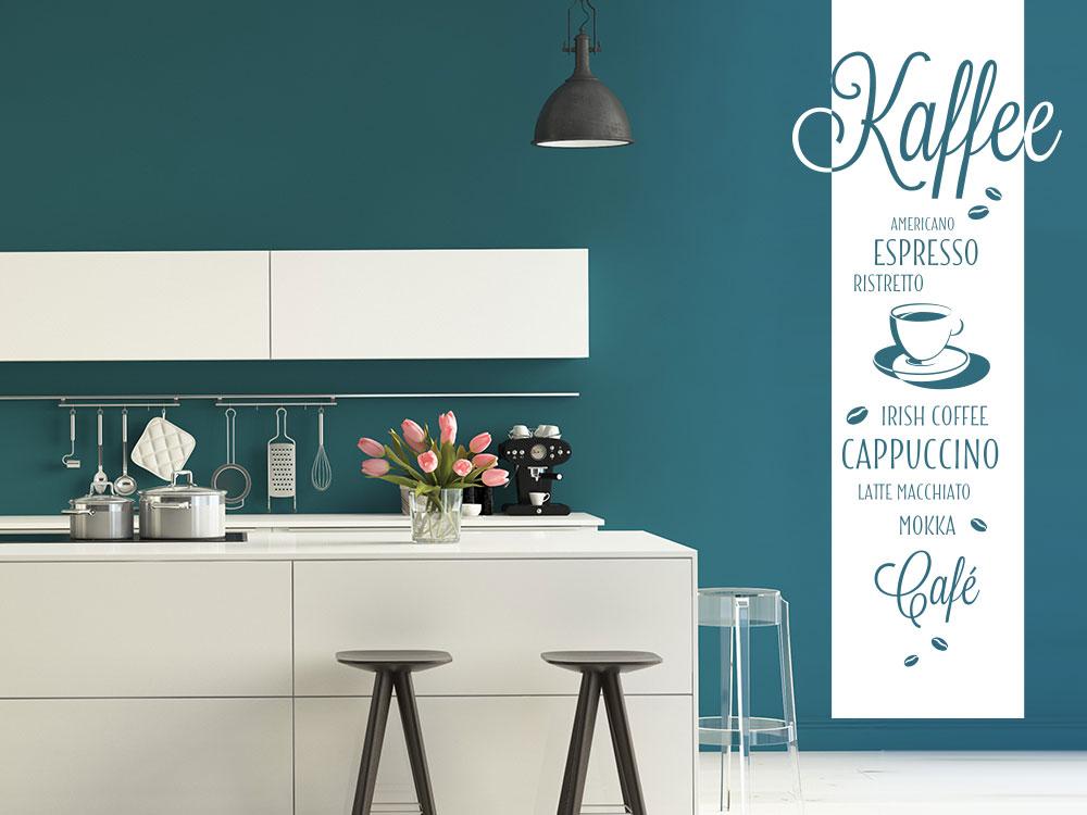 Wandtattoo Kaffeesorten Banner neben Küchenzeile in Farbe weiß