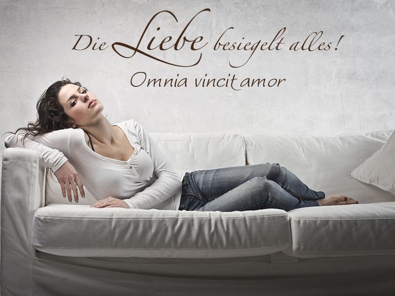 """Wandtattoo Spruch Die Liebe besiegelt alles - \""""Omnia vincit amor\"""""""