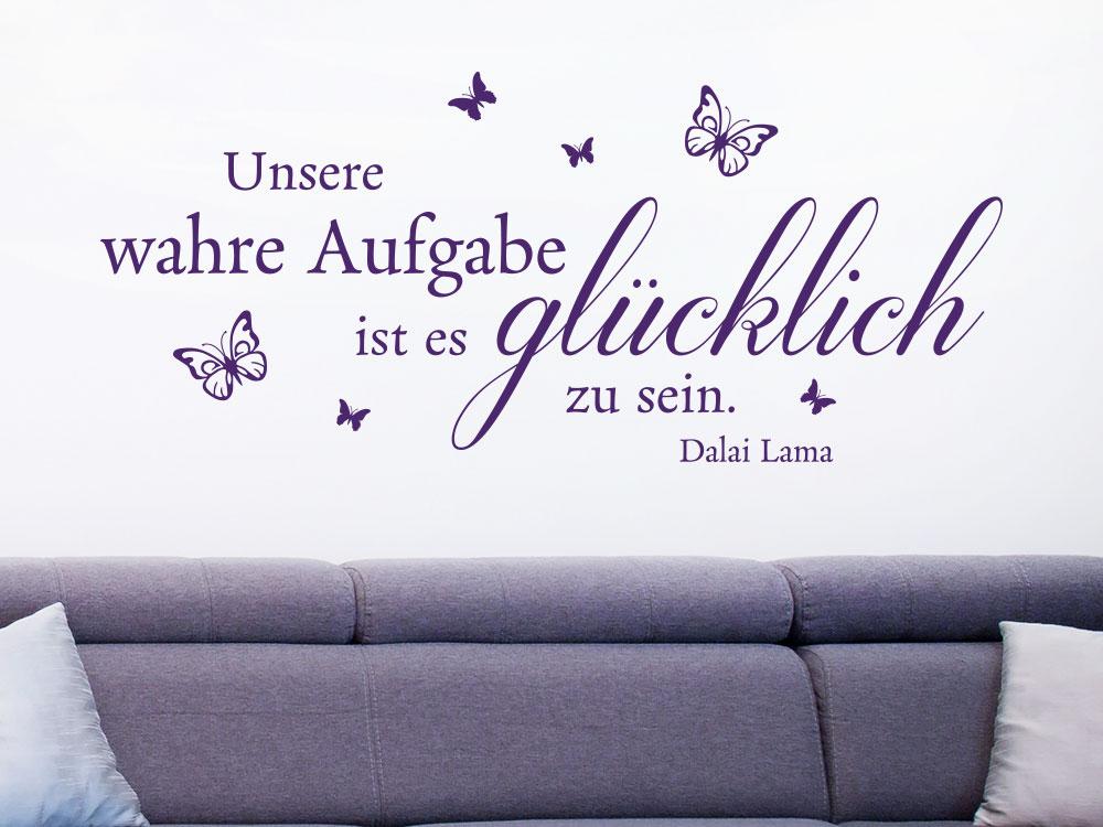 Wandtattoo Unsere wahre Aufgabe auf heller Wand über Sofa