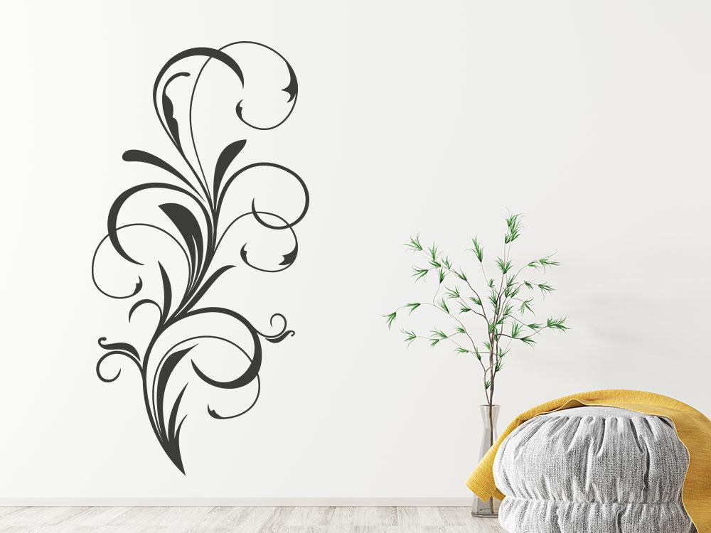 Verschnörkeltes Wandtattoo Ornament auf Heller Wand im Wohnzimmer