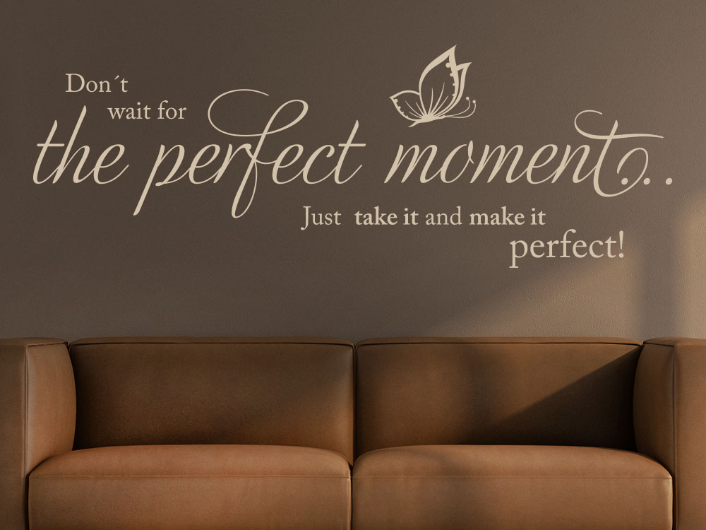 Wandtattoo Don´t wait for the perfect moment Wanspruch in Beige über Sofa
