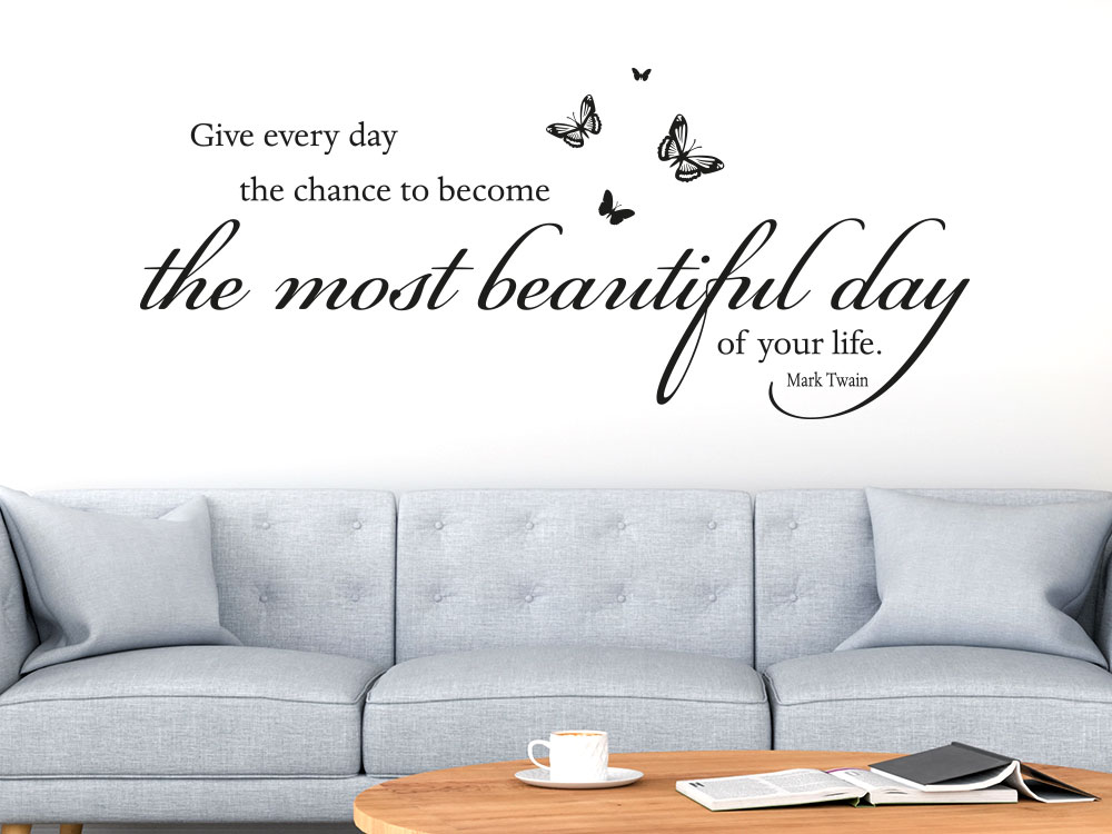Wandtattoo Spruch The most beautiful day im Wohnzimmer mit Schmetterlingen
