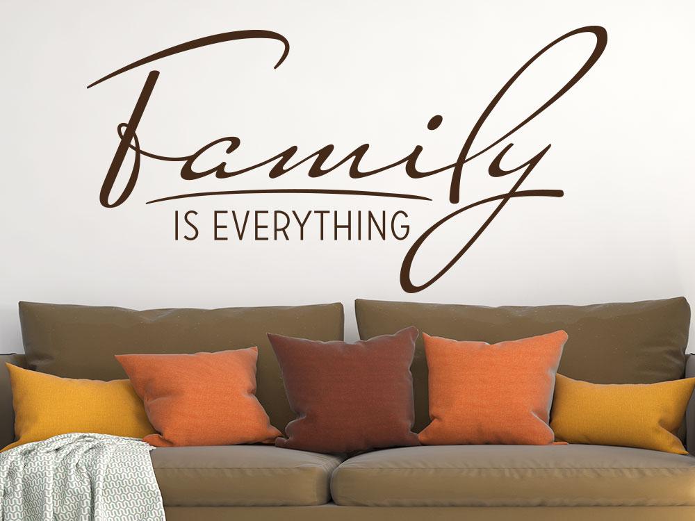 Wandtattoo Family is everything im Wohnzimmer auf heller Wand