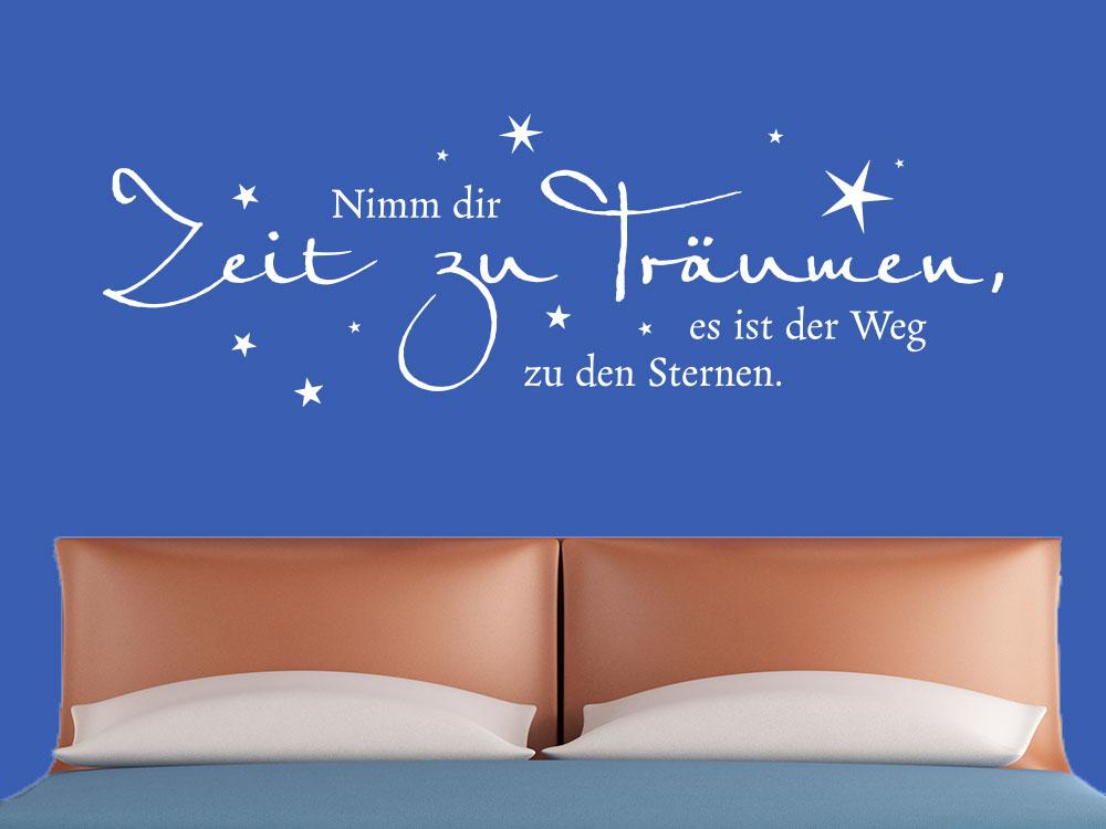 Wandtattoo Spruch Zeit zu träumen über Doppelbett in braun