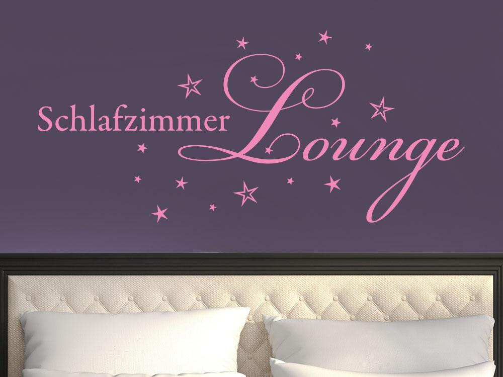 Wandtattoo Schlafzimmer Lounge auf dunkler Wand im Schlafzimmer