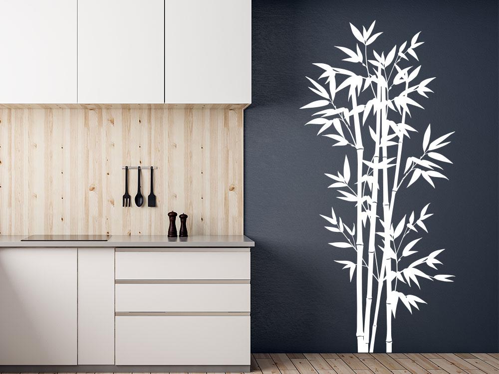 Bambus Strauch Wandtattoo auf dunkler Küchenwand