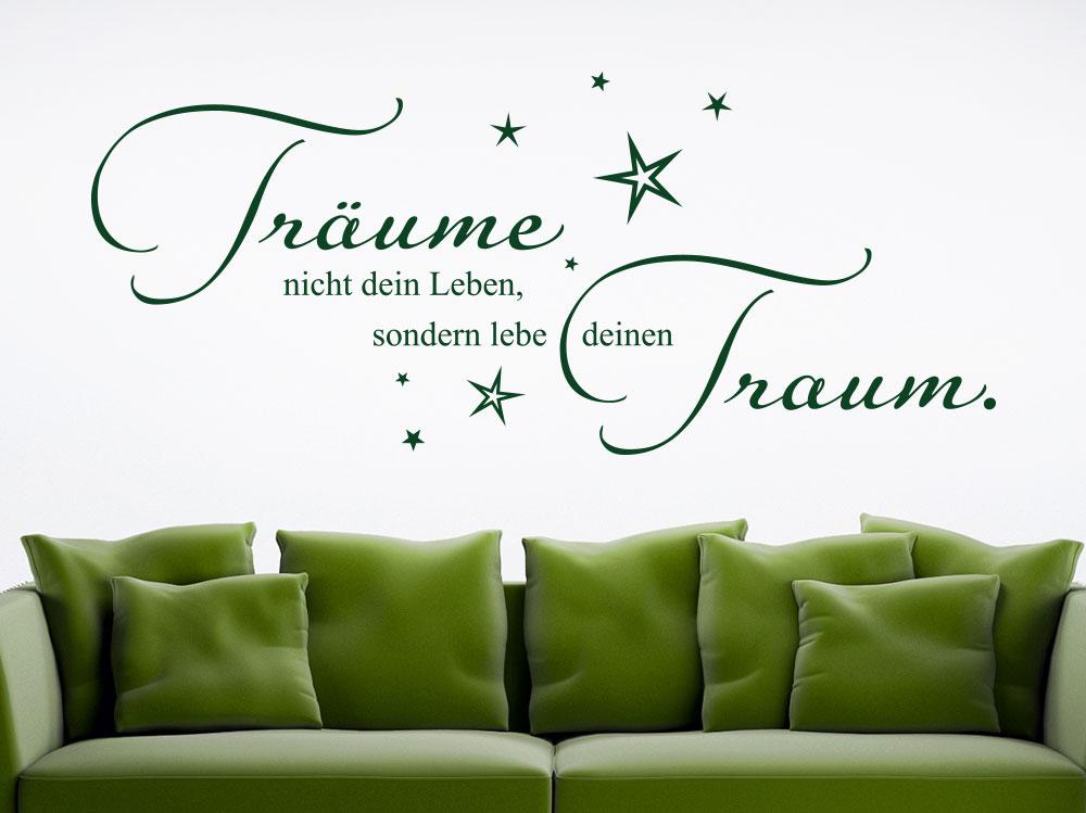 Wandtattoo Lebe deinen Traum mit Sternenhimmel über grünem Sofa