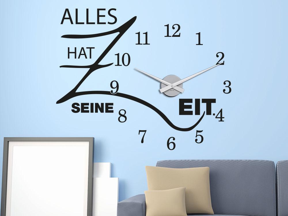 Wandtattoo Alles hat seine Zeit Wanduhr auf blauer Wohnzimmerwand in schwarz