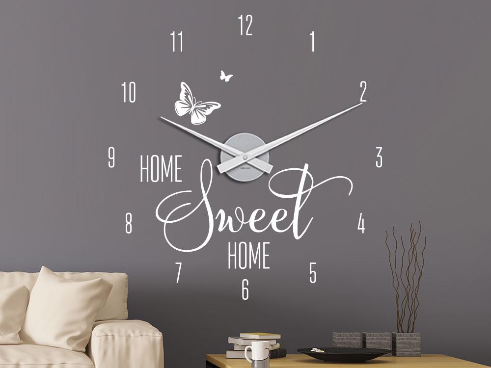 Wandtattoo Wanduhr Home Sweet Home auf dunkler Wand im Wohnzimmer