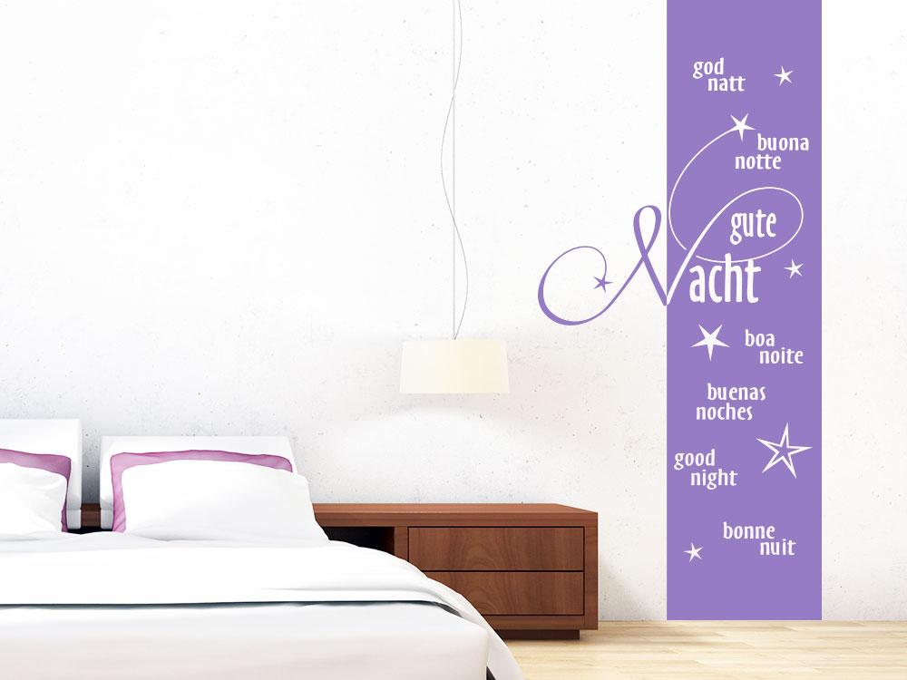 Wandtattoo Banner Gute Nacht in 7 Sprachen auf heller Schlafzimmerwand