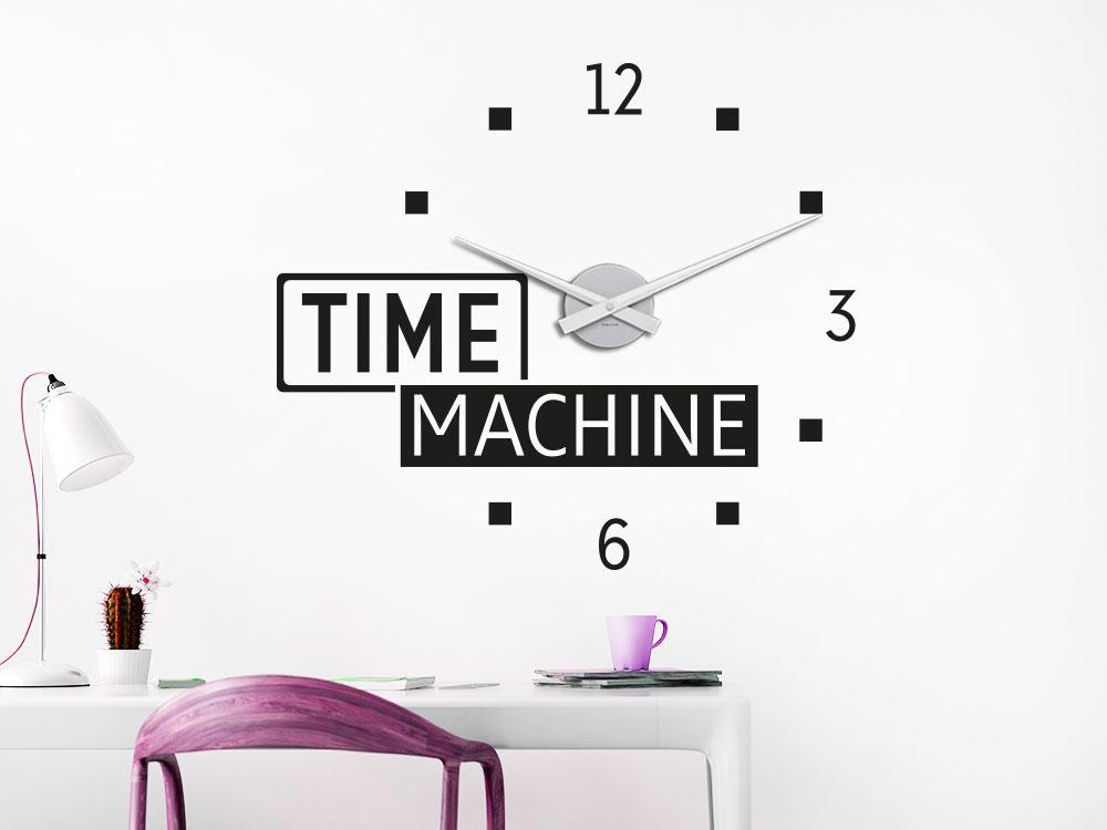 Wandtattoo Uhr Time Machine Wohnbereich auf heller Wand